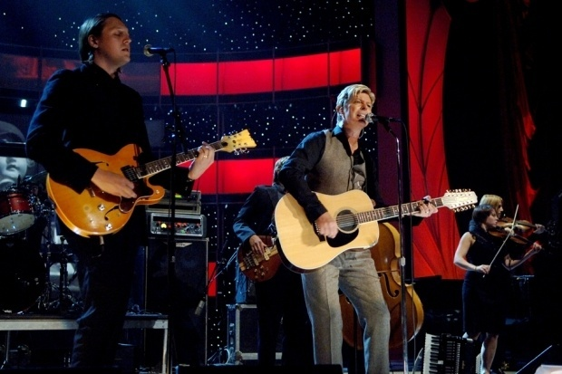 David Bowie se apresenta com o Arcade Fire, em 2005