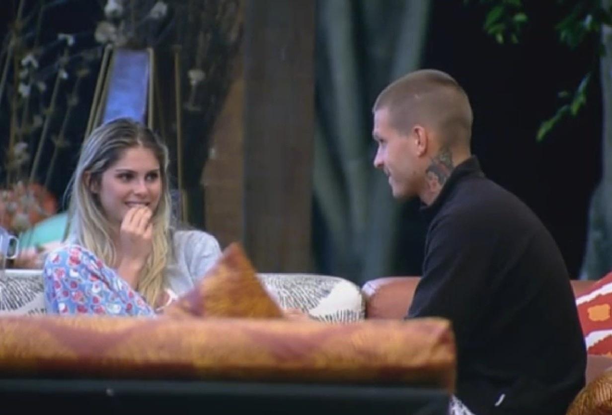 8.set.2013 - Mateus aconselha Bárbara a não ceder às provocações de Andressa