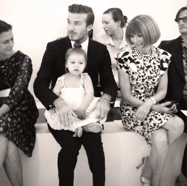 8.set.2013 - No colo do pai, David Beckham, a pequena a Harper Seven rouba a cena no desfile da coleção da mãe, Victoria, durante a Mercedes-Benz Fashion Week, em Nova York