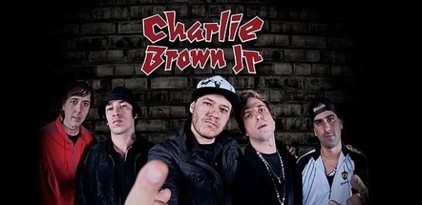 """Capa do disco """"La Familia 013"""", o último de Chorão e Champignon com Charlie Brown Jr - Divulgação"""