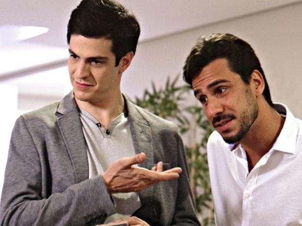 """Em """"Amor à Vida"""", Félix suborna porteiro para conseguir provas contra César"""