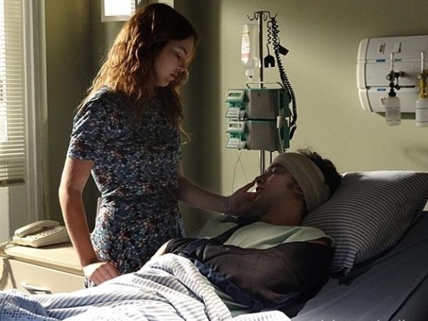 """Em """"Malhação"""", Anita se decepciona ao ouvir Ben chamar Sofia durante sono"""