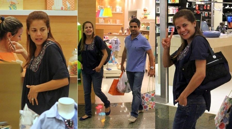 10.set.2013 - Acompanhada do marido, Marcus Rocha, Nívea Stelmann fez comprar em uma loja infantil no Rio. A atriz está grávida do segundo filho, fruto do casamento. Ela já é mãe de Miguel, de 9 anos