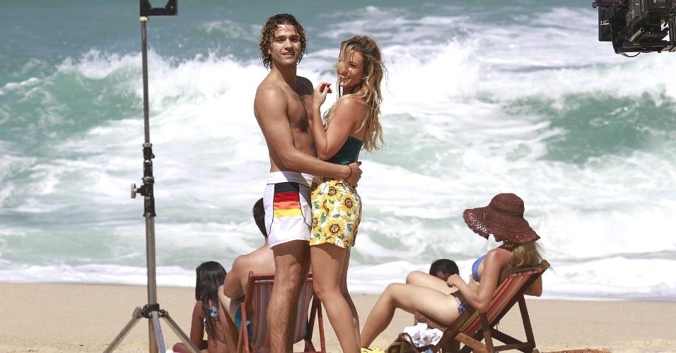 """30.ago.2013 -  Como a ambiciosa Leila, Juliana Didone grava cena na praia da Macumba, no Rio de Janeiro. """"Pecado Mortal"""" deve estrear no dia 25 de setembro"""