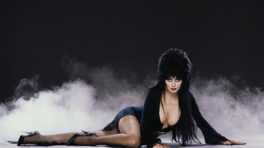 """Cena de """"Elvira - A Rainha da Trevas"""" - Divulgação"""