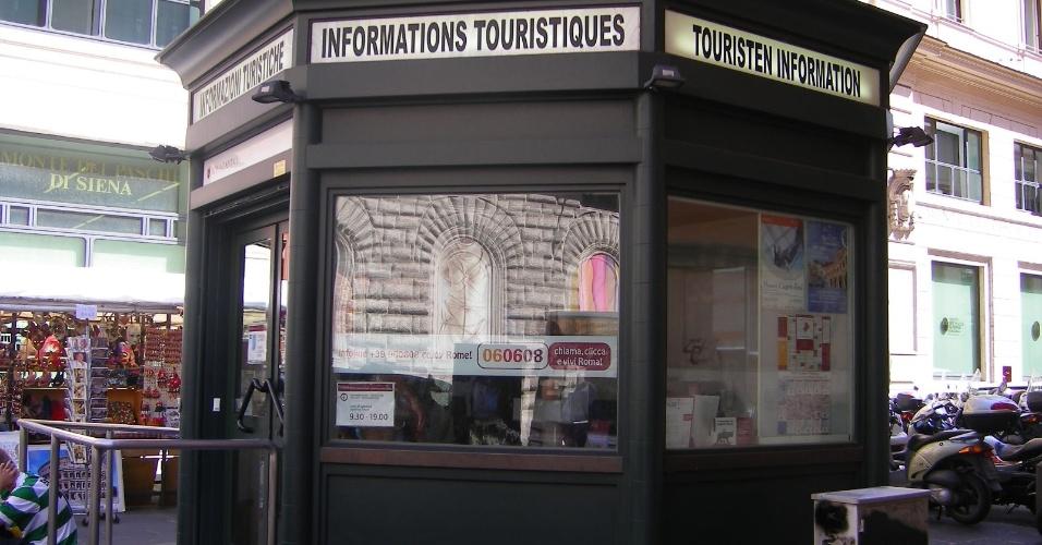 Na Via del Corso, esquina com Via delle Muratte, aproveite para visitar o Ufficio d?Informazioni Turistiche para verificar eventuais promoções e descontos para visitar museus e outros monumentos da capital