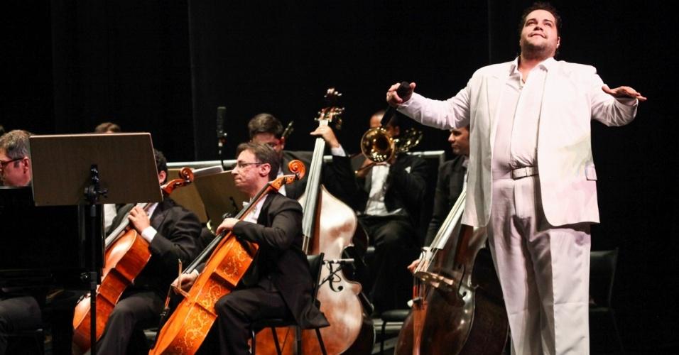 10.set.2013 - Entre as músicas interpretadas estão obras de Pietro Mascagni, Beethoven, Ennio Morricone e Bach; além de clássicos de Tim Maia como