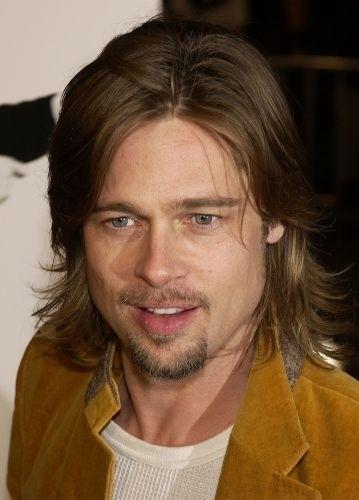 11.dez.2002 - Com cabelo na altura dos ombros e cavanhaque aparado, como na estreia de