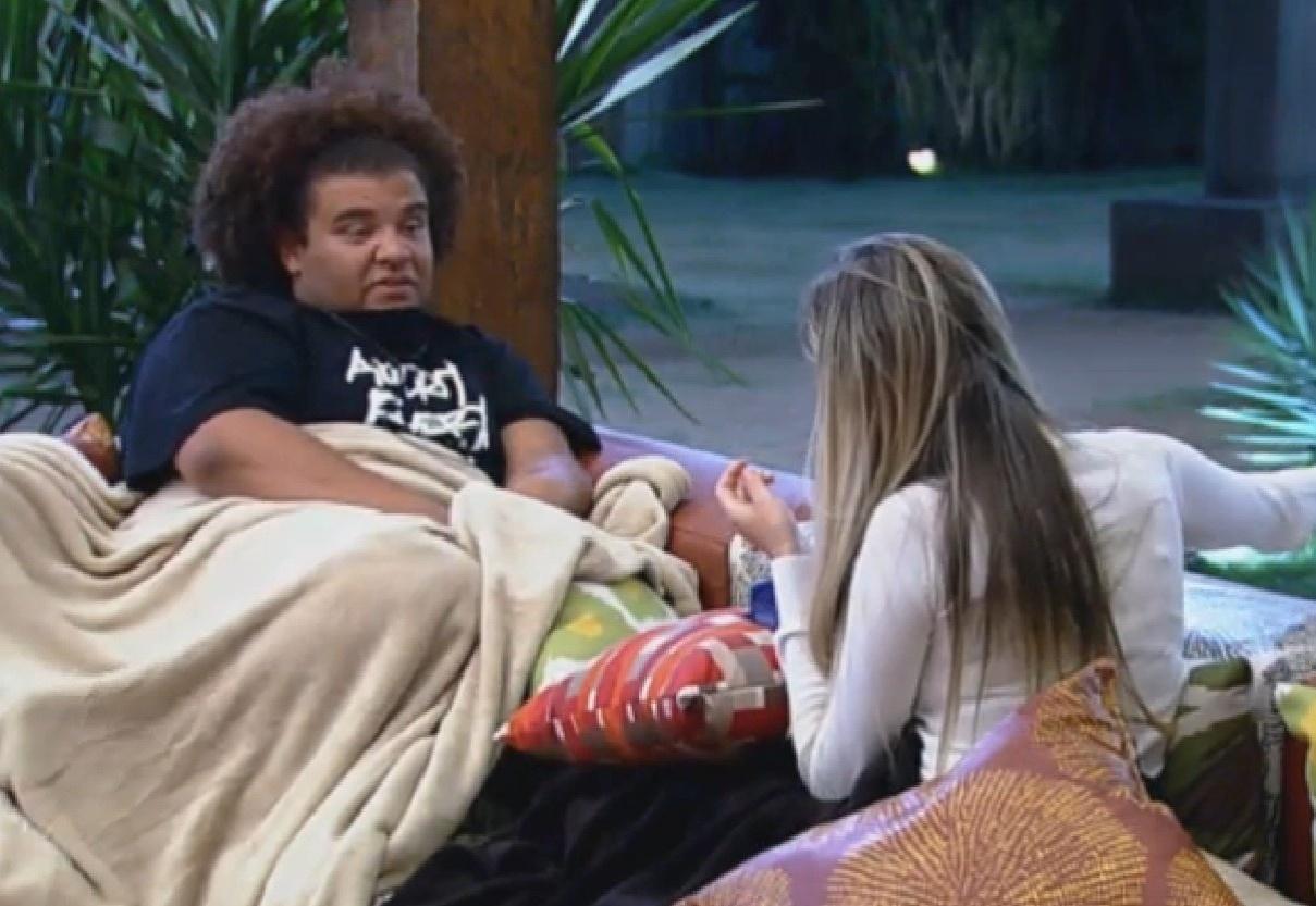 11.set.2013 - Bárbara e Gominho conversaram sobre os rumos do jogo