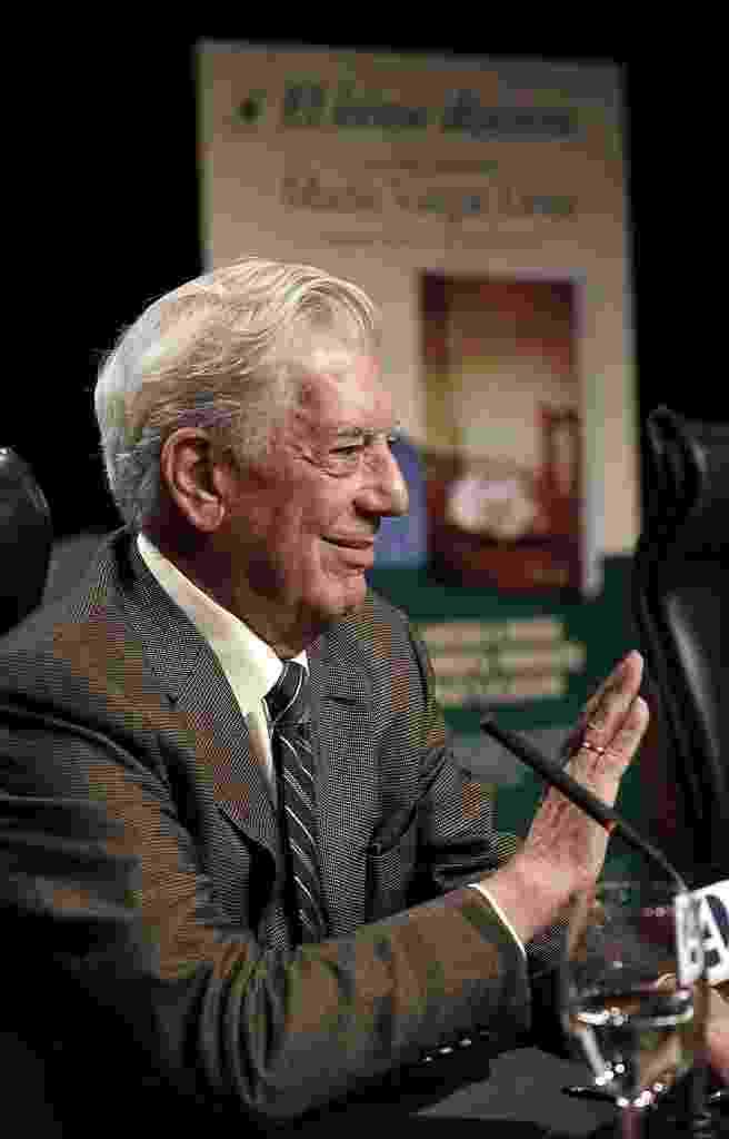 """11.set.2013 - Mario Vargas Llosa lança """"O herói discreto"""" em Madri - EFE"""
