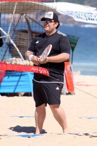 """11.set.2013 - No quadro """"Medida Certa"""", do """"Fantástico"""", o músico César Menotti joga tênis com Gaby e Fabiano nas areias de Ipanema"""