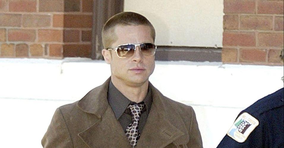 27.abr.2004 - Com os cabelos raspados, como na gravação de