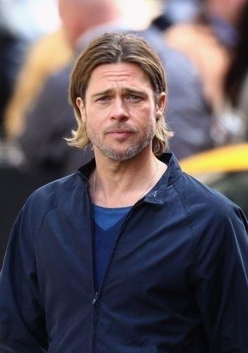 28.ago.2011 - Com cabelo grande e barba por fazer, como nas gravações de