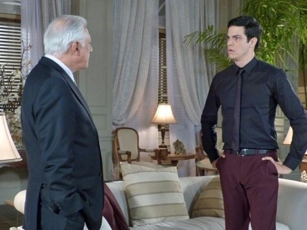 """Em """"Amor à Vida"""", César diz que Félix não passa de um ladrão"""