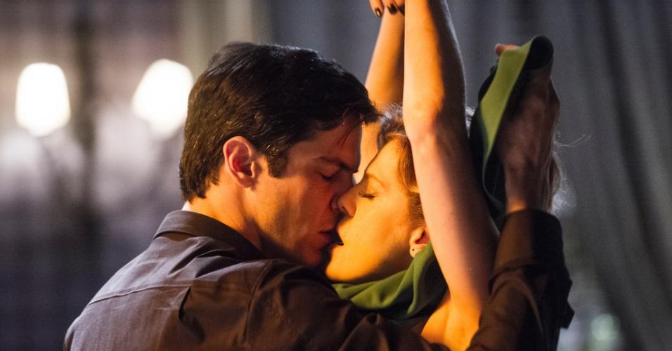 """Em """"Amor à Vida"""", Félix e Edith se beijam"""
