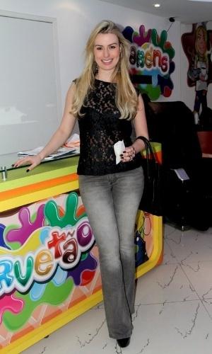 11.set.2013 - Fernanda Keulla no aniversário de 3 anos do filho de Juliana Knust, Matheus, em casa de festas no Rio de Janeiro