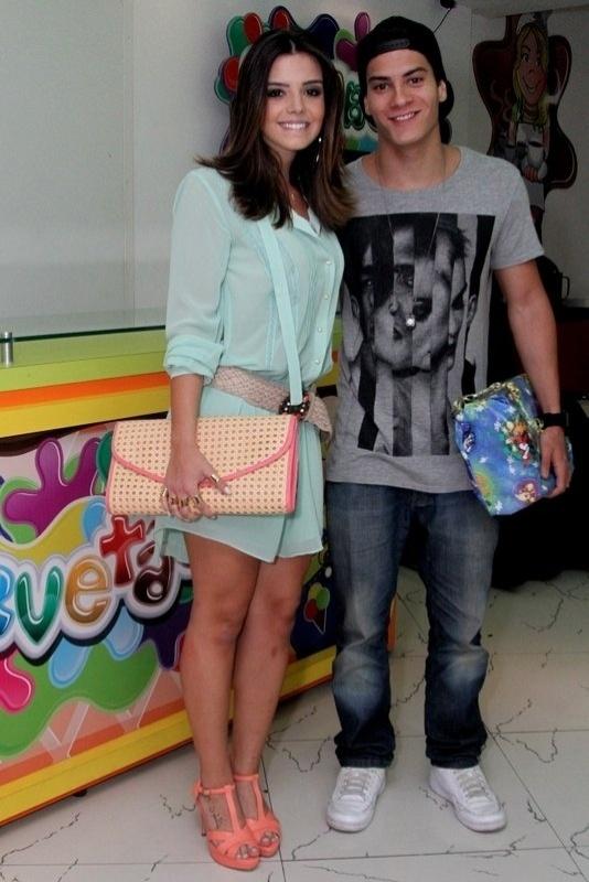 11.set.2013 - Giovanna Lancellotti e Arthur Aguiar no aniversário de 3 anos do filho de Juliana Knust, Matheus, em casa de festas no Rio de Janeiro
