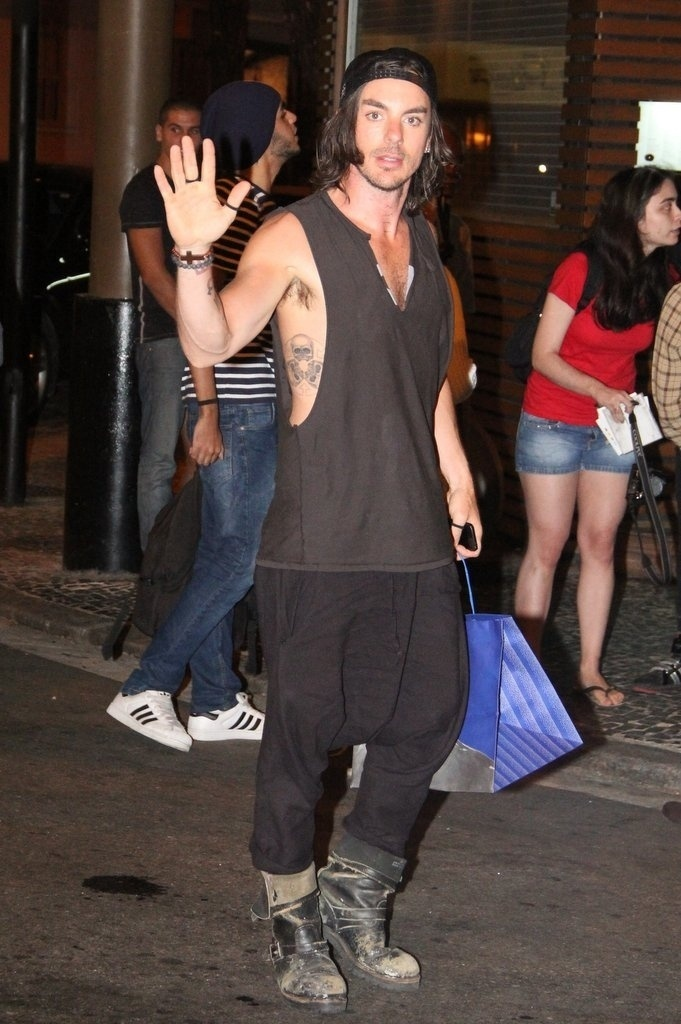 11.set.2013 - Shanon Leto, irmão do ator e vocalista da banda Thirty Seconds to Mars Jared Leto, no Leblon, Rio de Janeiro
