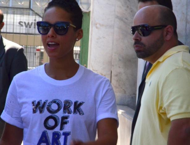 12.set.2013 - Alicia Keys embarca no aeroporto Santos Dumont, no Rio. Ela está na cidade para se apresentar no Rock in Rio