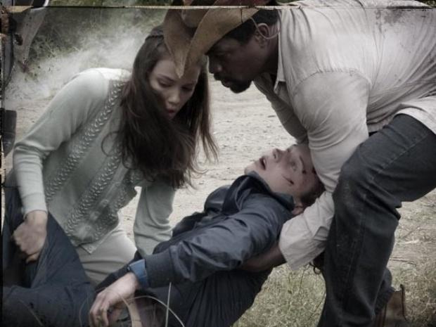 """Em """"Saramandaia"""", Stela ressuscita Tiago após acidente com jipe"""