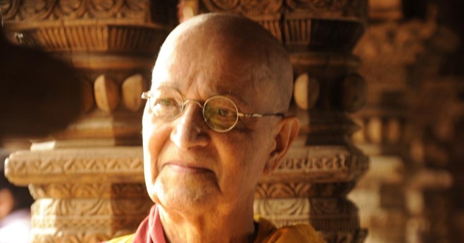 """Nelson Xavier é Ananda Rinpoche em """"Joia Rara"""""""