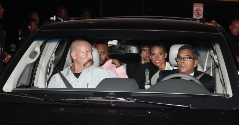 12.set.2013 - A cantora Alicia Keys deixa o Espaço das Américas, em São Paulo, após o show