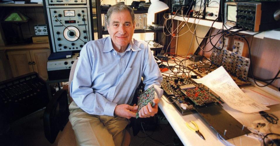 12.set.2013 - Fotografia cedida pela Dolby do criador do sistema de som Dolby, Ray Dolby. Dolby morreu dia 12 de setembro de 2013 em sua casa em São Francisco aos 82 anos, vítima de Alzheimer e severa leucemia
