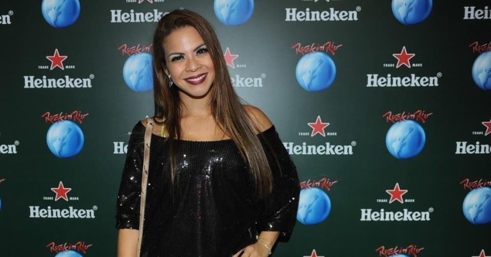 13.set.2013 - A Atriz Cacau Mello caprichou na maquiagem para a primeira noite do Rock in Rio