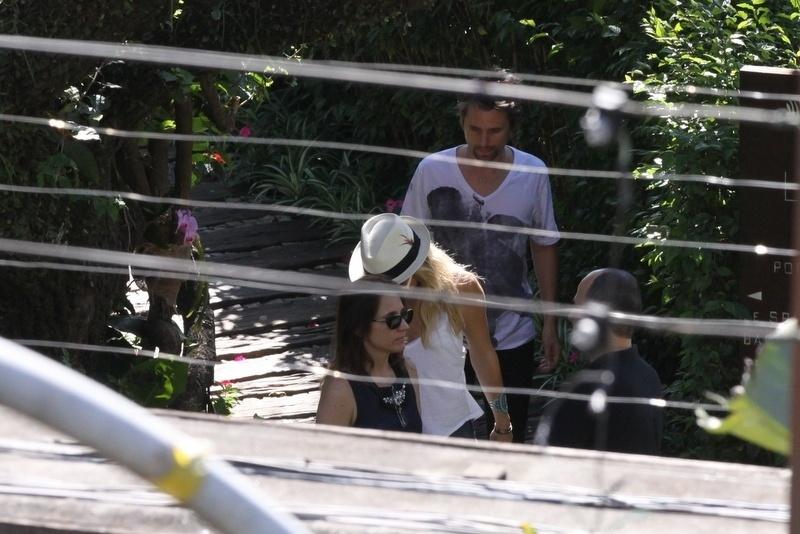 13.set.2013 - A atriz Kate Hudson chega a hotel no Rio de Janeiro com o marido Matthew Bellamy, vocalista do Muse, banda que se apresenta neste sábado (14). Kate e Mathhew são casados desde 2010 e têm um filho, Bingham Hawn Bellamy