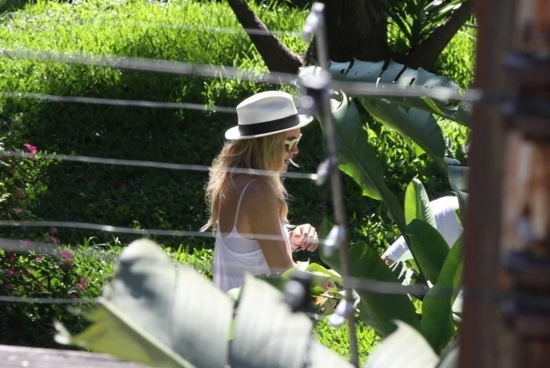 13.set.2013 - A atriz Kate Hudson chega a hotel no Rio de Janeiro. Ela veio ao Brasil para acompanhar o marido Matthew Bellamy, vocalista do Muse, banda que se apresenta neste sábado (14). Kate e Mathhew são casados desde 2010 e têm um filho, Bingham Hawn Bellamy