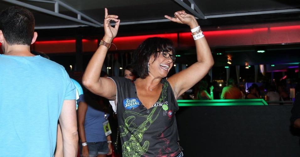 13.set.2013 - A atriz Solange Couto, que emagreceu muito, no camarote da primeira noite