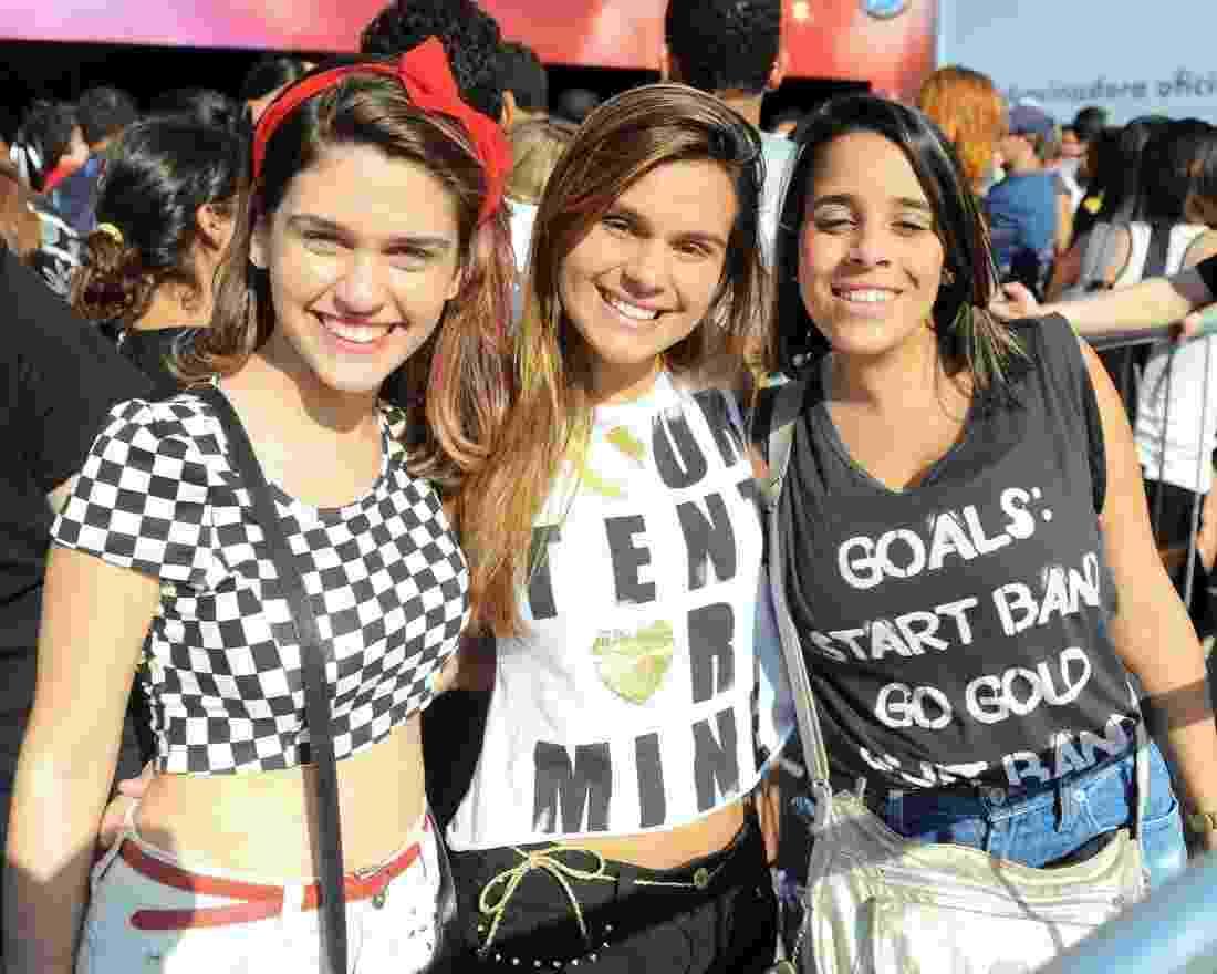 13.set.2013 - Amigas posam para foto durante o Rock in Rio - Francisco Cepeda/AgNews