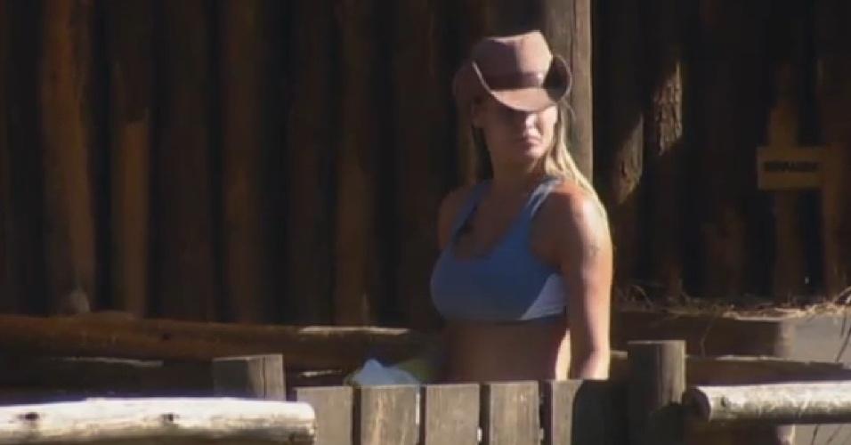 13.set.2013 - Andressa Urach realizando sua atividade matinal