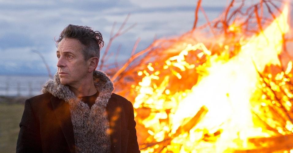"13.set.2013 - Don Freddy (Alfredo Castro) se une a Laura Ferragut (Branca Lewin) para traficar heroína na série chilena ""Prófugos"""