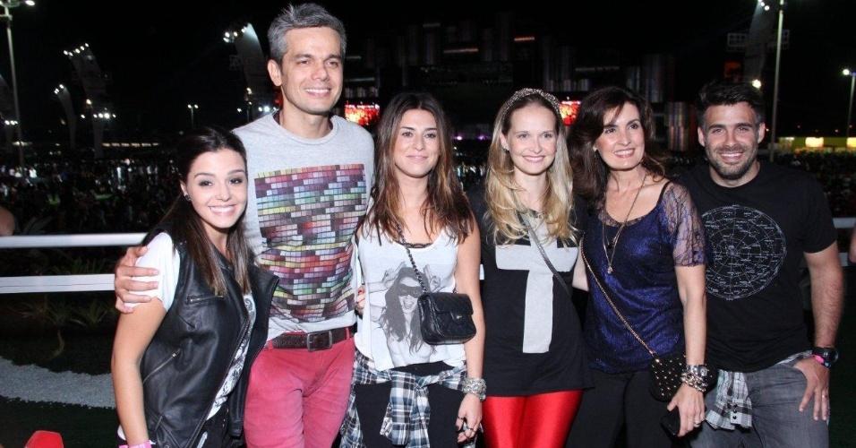 13.set.2013 - Fátima Bernardes curte primeira noite do Rock in Rio com Giovanna Lacellotti, Otaviano Costa, Fernanda Paes Leme, Fernanda Rodrigues e Raoni Carneiro