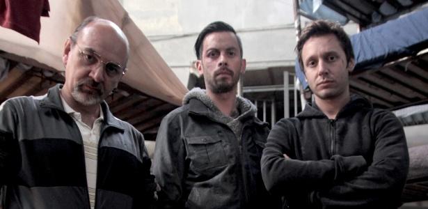 """13.set.2013 - Luis Gnecco (Mario Moreno), Néstor Cantillana (Vicente Ferragut) e Benjamín Vicuña (Álvaro Parraguez) são os protagonistas da série chilena """"Prófugos"""""""