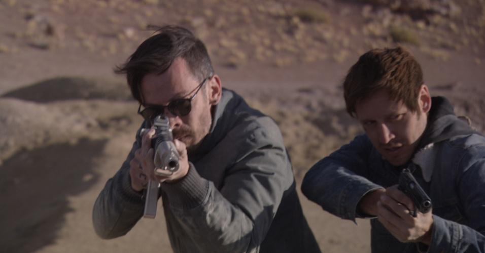 """13.set.2013 - Néstor Cantillana (Vicente Ferragut) e Benjamín Vicuña (Álvaro Parraguez) são os protagonistas da série chilena """"Prófugos"""""""