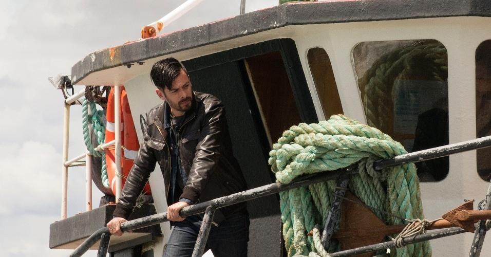"""13.set.2013 - Néstor Cantillana (Vicente Ferragut) em cena da segunda temporada da série chilena """"Prófugos"""", no ar na HBO"""