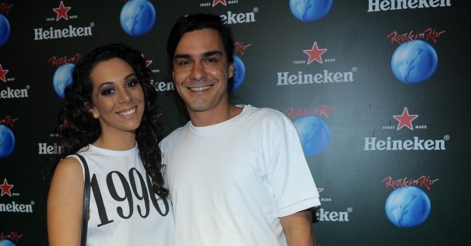 13.set.2013 - O ator André Gonçalves e a namorada, a cantora Bianca Chami. chegam ao festival