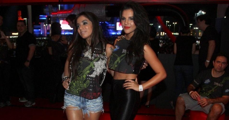 13.set.2013 - Poderosas, Anitta e Mariana Rios posam para fotos em camarote do Rock in Rio
