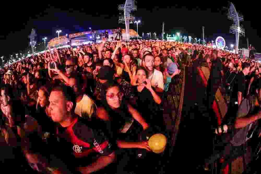 13.set.2013 - Público durante a apresentação do DJ David Guetta, no Palco Mundo do Rock in Rio - Claudio Andrade/Foto Rio News
