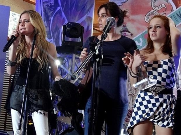 """Em """"Malhação"""", Sofia desmascara Giovana no festival de música"""