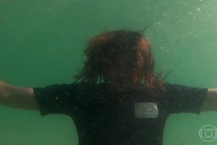 flor do caribe Alberto tenta se afogar