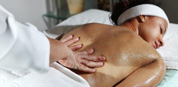 Terapia com esfoliação está entre as ofertas do Spa Barber Beauty, de Salvador (BA), durante a Spa Week que vai até 5 de outubro - Divulgação