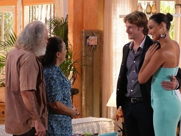 Taís voltou de surpresa a Vila dos Ventos para o casamento de Ester flor do caribe