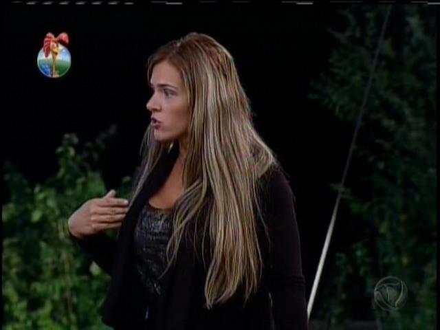 13.set.2013 - Denise disse que quer conversar com Mateus fora da casa