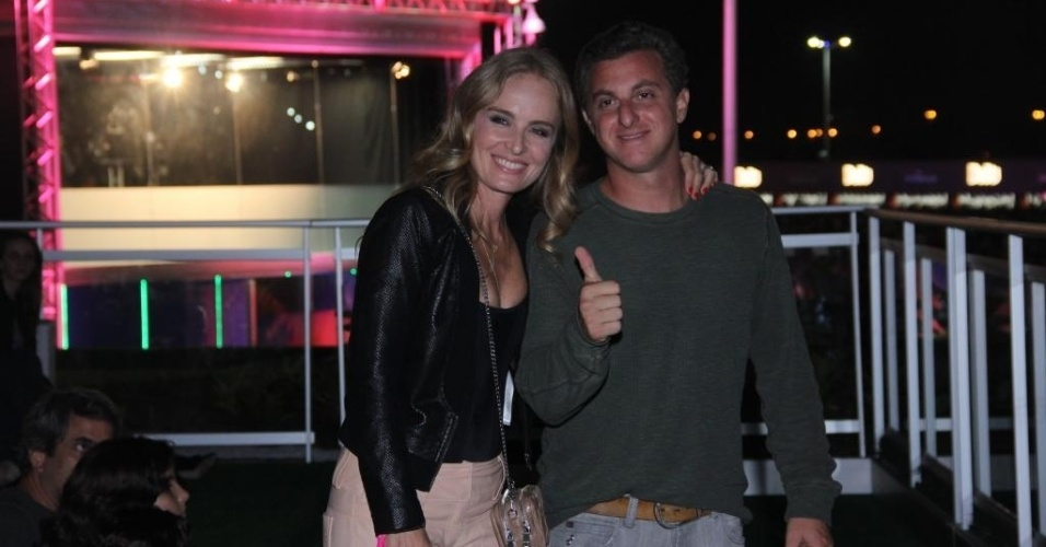 13.set.2013 - O casal global Angélica e Luciano Huck juntos no camarote do Rock in Rio