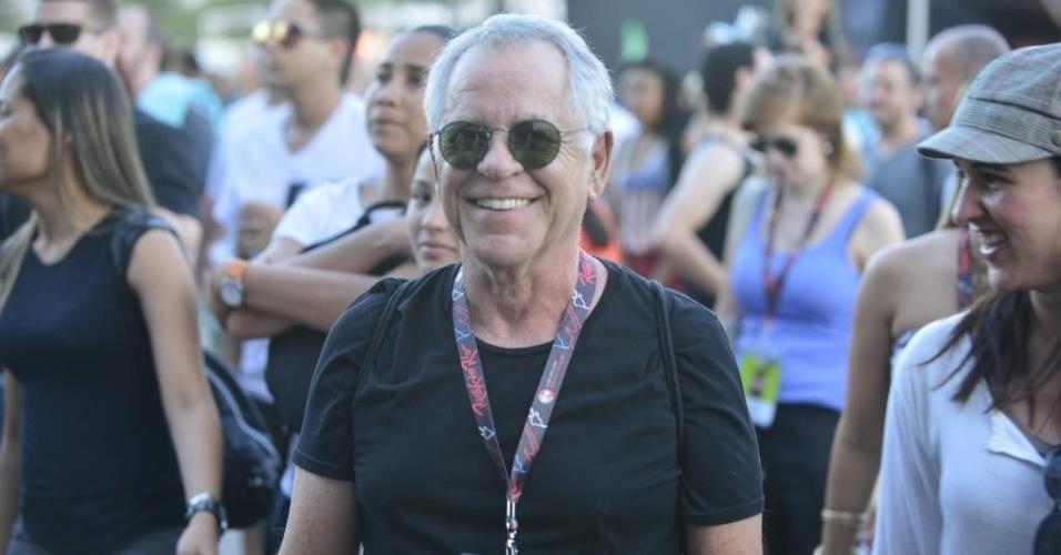 13.set.2013 - O jornalista e produtor musical Nelson Motta chegou cedo ao festival