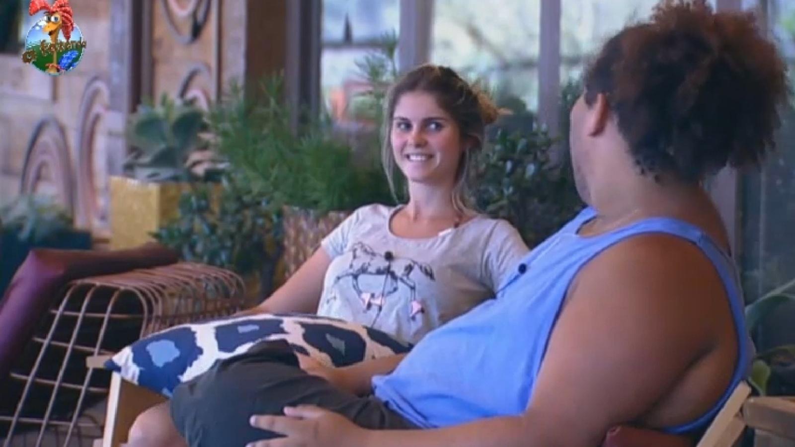 14.set.2013 - Bárbara Evans conversa com Gominho sobre ex-namorado