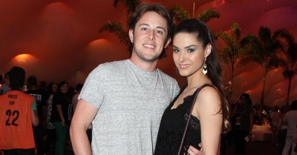 14.set.2013 - Fernanda Machado e o namorado, Robert Riskin prestigiam segundo dia de Rock in Rio